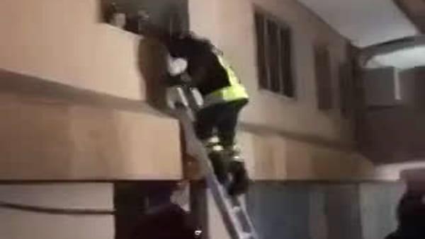 Incendio in un condominio di via Centuripe spento dai vigili del fuoco   Video
