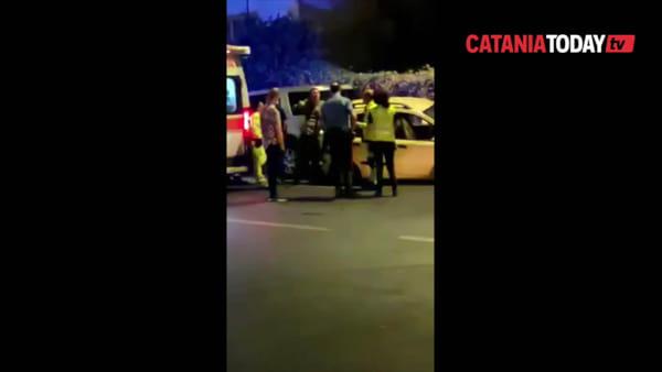Incidente stradale nella notte in Corso Indipendenza: tre vetture coinvolte | Video