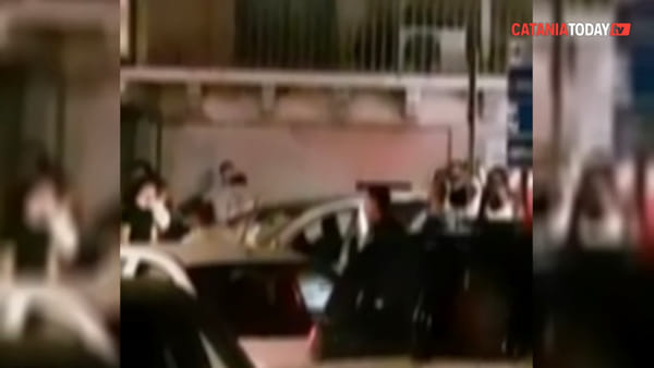Violenta rissa in piazza a Biancavilla, denunciate quattro persone | Video