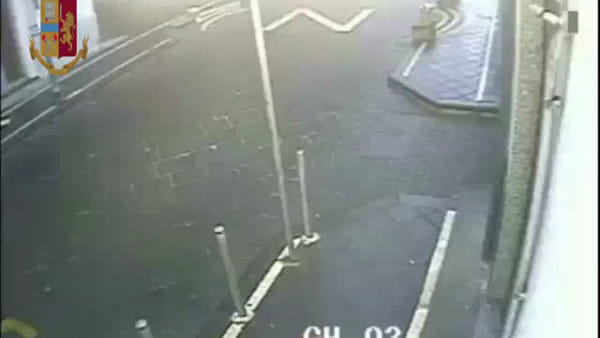Le immagini delle rapine ad un bar e a un rifornimento di benzina, 4 arresti |Video