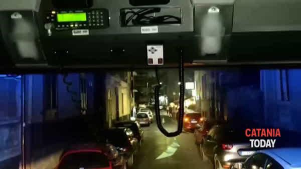 Vigili del fuoco bloccati a causa del parcheggio selvaggio | Video