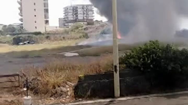 Incendio in via Anfuso ad Ognina | VIDEO