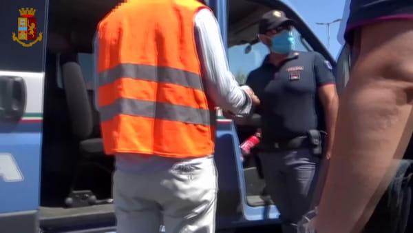Controlli e sanzioni per i parcheggiatori abusivi alla Playa | Video