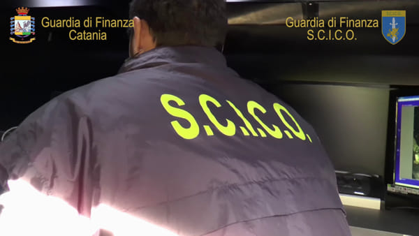 La finanza sequestra beni all'ex reggente del clan Ercolano | Video