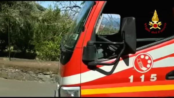 Anziana intrappolata nella casa in fiamme: salvata dai vigili del fuoco