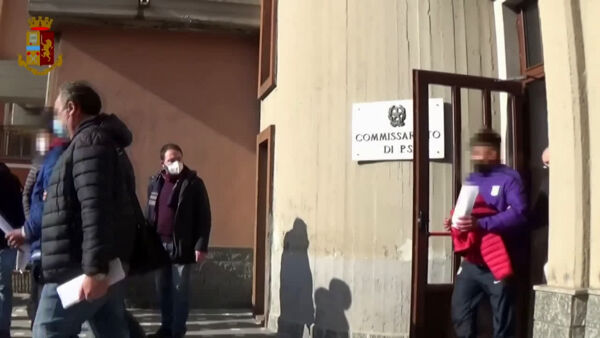 Clan Scalisi: le pistole placcate in oro ritrovate dalla polizia