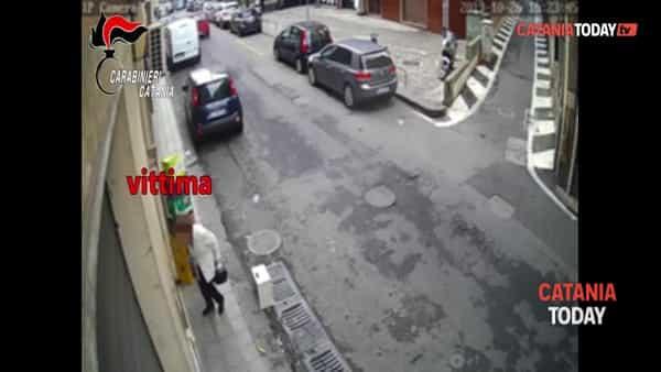 Sequestra un'anziana per rapinarla: preso dai carabinieri | Video