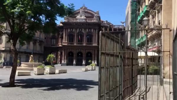 Bottigliette di Rivotril gettate in piazza Teatro Massimo | Video