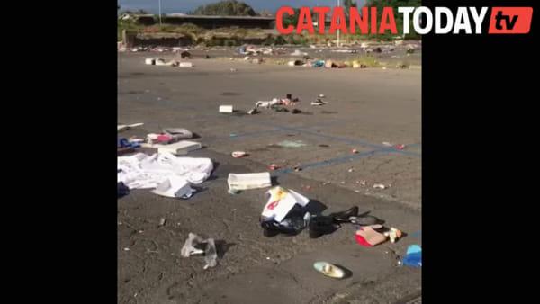 """San Giuseppe La Rena: un tappeto di rifiuti """"grazie"""" ai mercatini abusivi"""