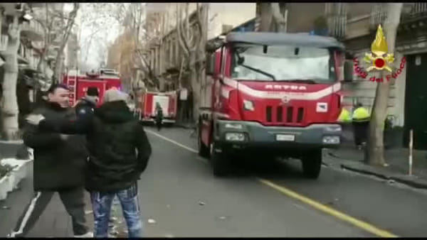 Antico Corso, crollo palazzina: ancora a lavoro i vigili del fuoco | Video