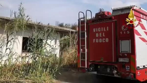 Vasto incendio nella zona di San Francesco La Rena