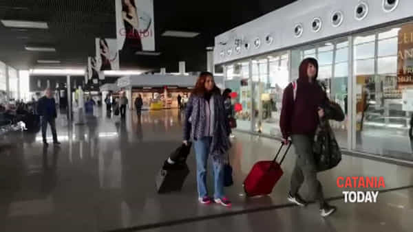 Aumentano i turisti in transito dall'aeroporto di Catania | Video