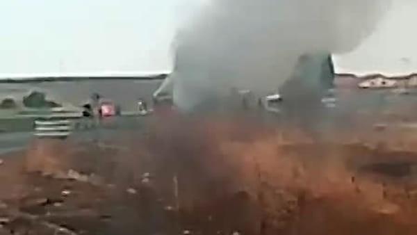 Bus in fiamme sulla Catania-Gela: vigili del fuoco sul posto | VIDEO
