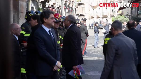 Sergio Mattarella al teatro Bellini per gli 80 anni dei vigili del fuoco | Video