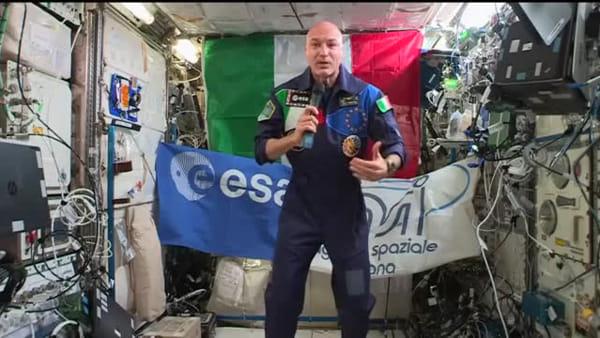 Luca Parmitano riceve la videochiamata del premier Conte | Video