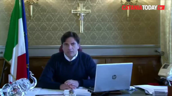 Coronavirus, Salvo Pogliese risponde ai catanesi in diretta Facebook | Video