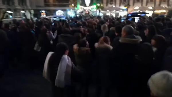 Funerali di Andrea e Santo, l'addio dei catanesi: palloncini bianchi in cielo | VIDEO