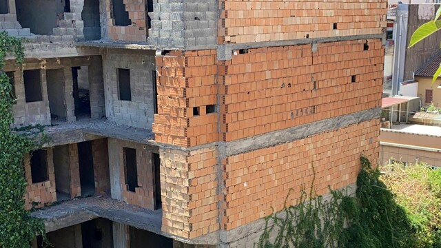 """In via Curia, a dilapidated and dangerous building, Anastasi: """"We need to secure"""" thumbnail"""