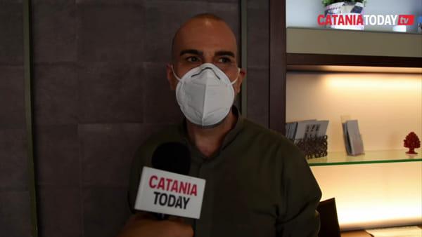 Riaprono i parrucchieri: attrezzi sanificati e distanze di sicurezza nei saloni | Video