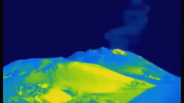 """Etna, le immagini dell'Ingv: """"Continua l'attività esplosiva"""""""
