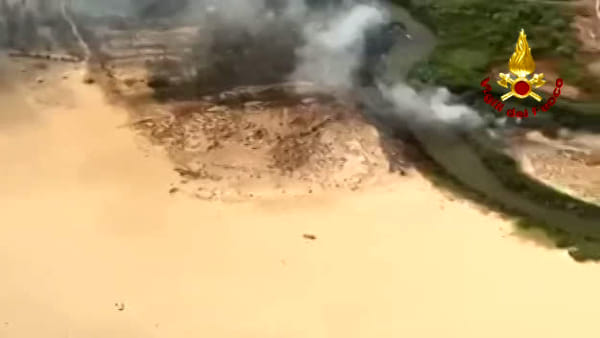 Plaia in fiamme, le immagini del Reparto Volo dei vigili del fuoco di Catania