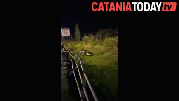 Incidente stradale a Sant'Agata Li Battiati, auto sfonda guard rail e vola giù da viadotto