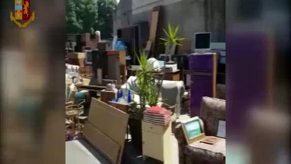 Mercato dell'usato abusivo al cimitero | VIDEO