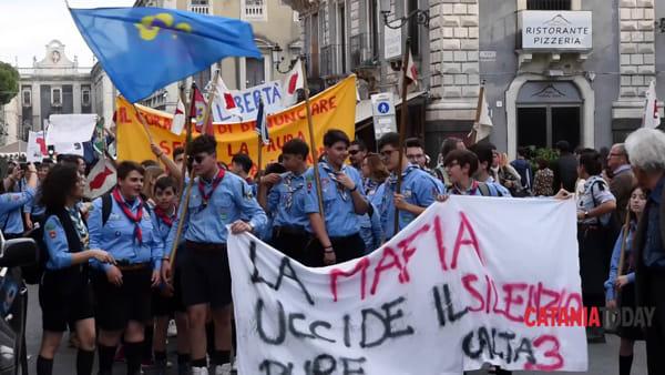 Gli scout catanesi in marcia per dire no a tutte le mafie | Video