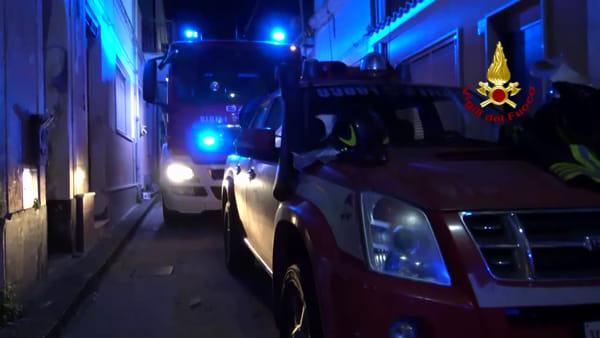 Incendio nella notte a Riposto, un uomo muore asfissiato   Video