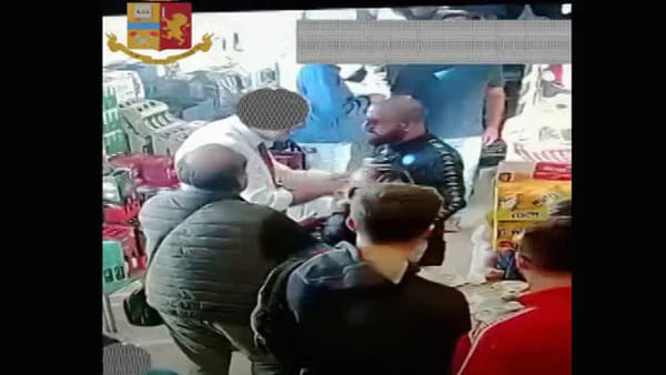 Ultras in trasferta, l'aggressione in autogrill | VIDEO