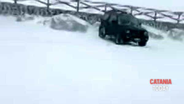 Neve di primavera sull'Etna, prolungata la stagione sciistica   Video