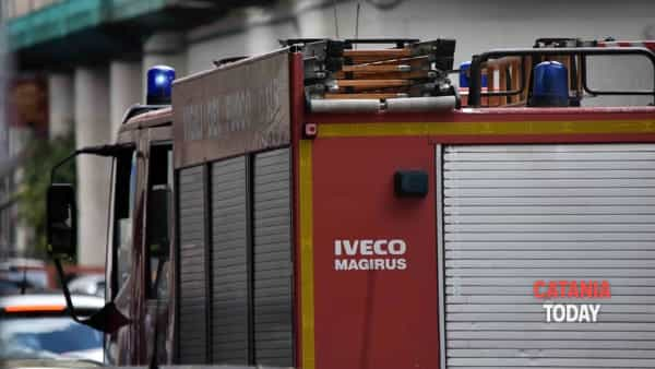 Incendio in un bed and breakfast di via Etnea, ospiti evacuati