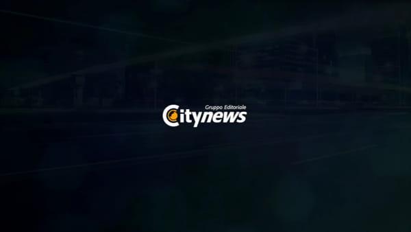Le strade sembrano torrenti dopo la bomba d'acqua | Video