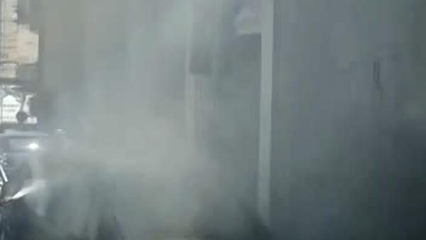 Auto in fiamme in via Alfonzetti, il video dei lettori