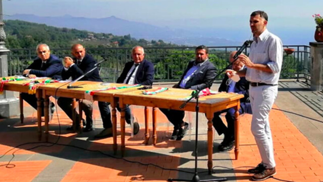 Volcanic ash emergency, five mayors of Etna ask for a special law thumbnail